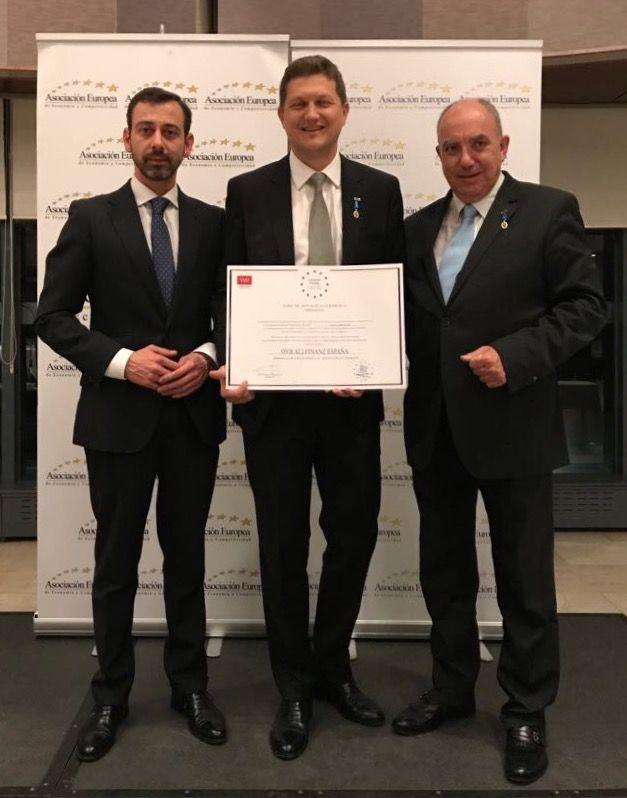 Foto de AEDEEC otorga la Medalla de Oro al Mérito en el Trabajo a