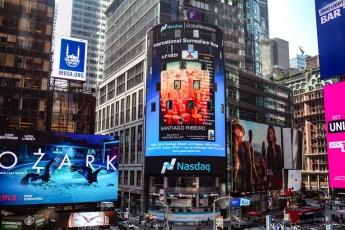 Foto de La exposición multimedia de Santiago Ribeiro en Times Square