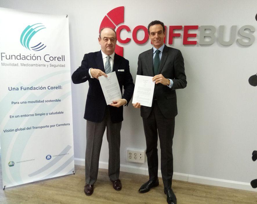 Foto de Firma convenio Fundación Corell y Confebús