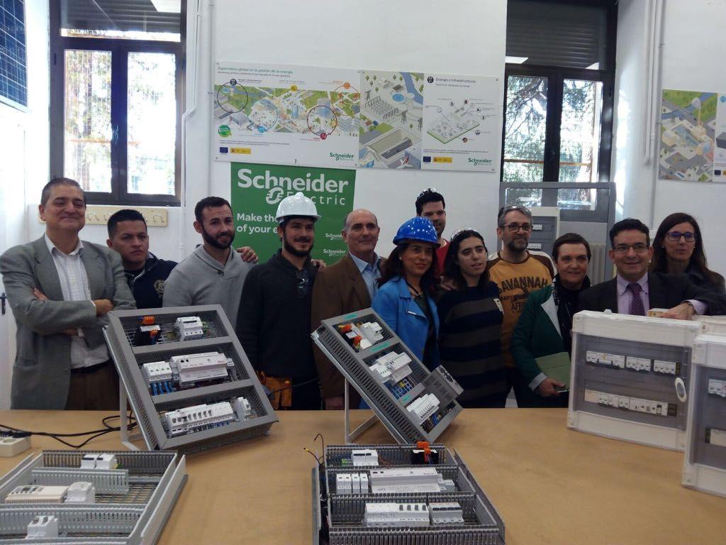 Schneider electric inaugura un aula tecnol gica iot en el - General electric madrid ...