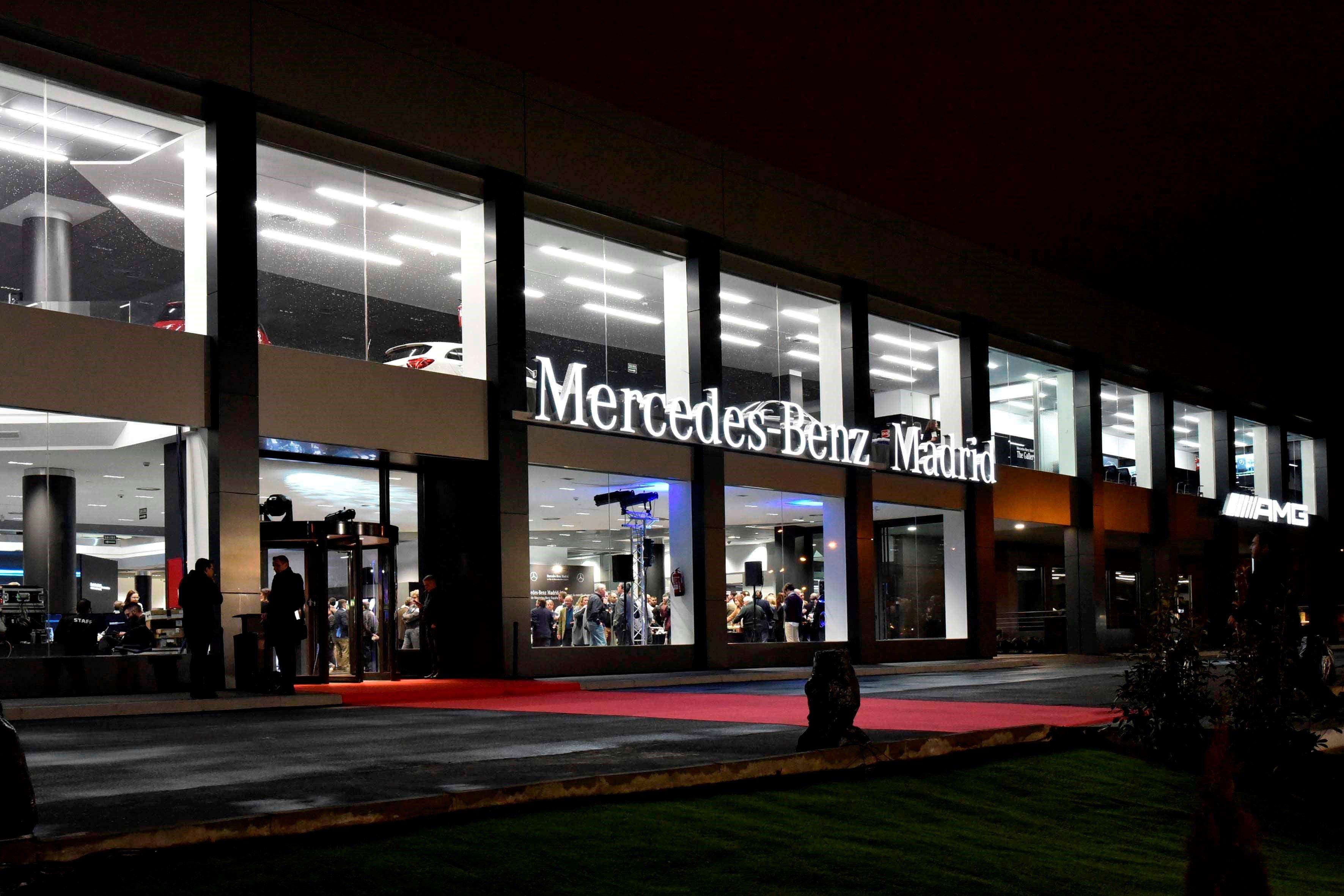 Fotografia Fachada principal de la Mercedes-Benz Madrid Flagship Store