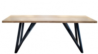 Foto de Mesa de madera de haya lacada con elegantes patas de hierro