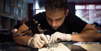 Un curso de tatuaje garantiza la calidad de los nuevos tatuadores
