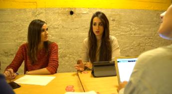 Foto de Ana Sepúlveda y Esther Molina. Reunión previa a TallerCdC