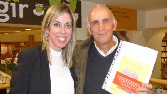 Foto de La autora María José Ramos junto al editor José Membrive