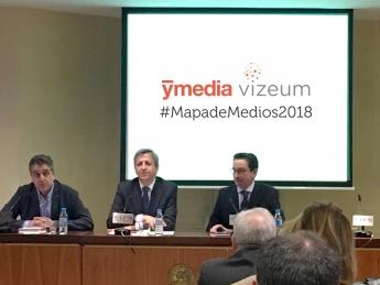 Antonio Traugott, director general de iab Spain; Rafael Urbano, director general de Ymedia Vizeum, y Ramón Alonso, director gene