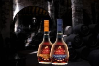 Carlos I presenta dos nuevos brandis envejecidos en botas de Soleras centenarias