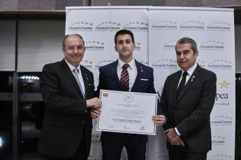 Nuestro Psicólogo en Madrid recibe la Medalla de Oro al Mérito en el Trabajo otorgada por AEDEEC