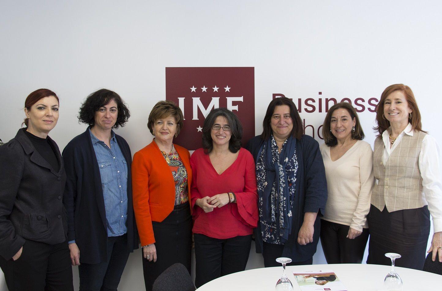 alt - https://static.comunicae.com/photos/notas/1194313/1521730622_Mesa_debate_Mujeres_y_profesiones_t_cnicas.jpg