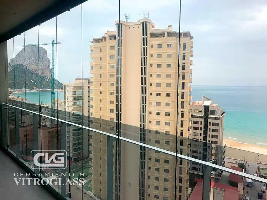 Vitroglass revoluciona el acristalamiento de balcones y for Acristalamiento de terrazas precios