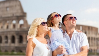 familia de vacaciones en roma