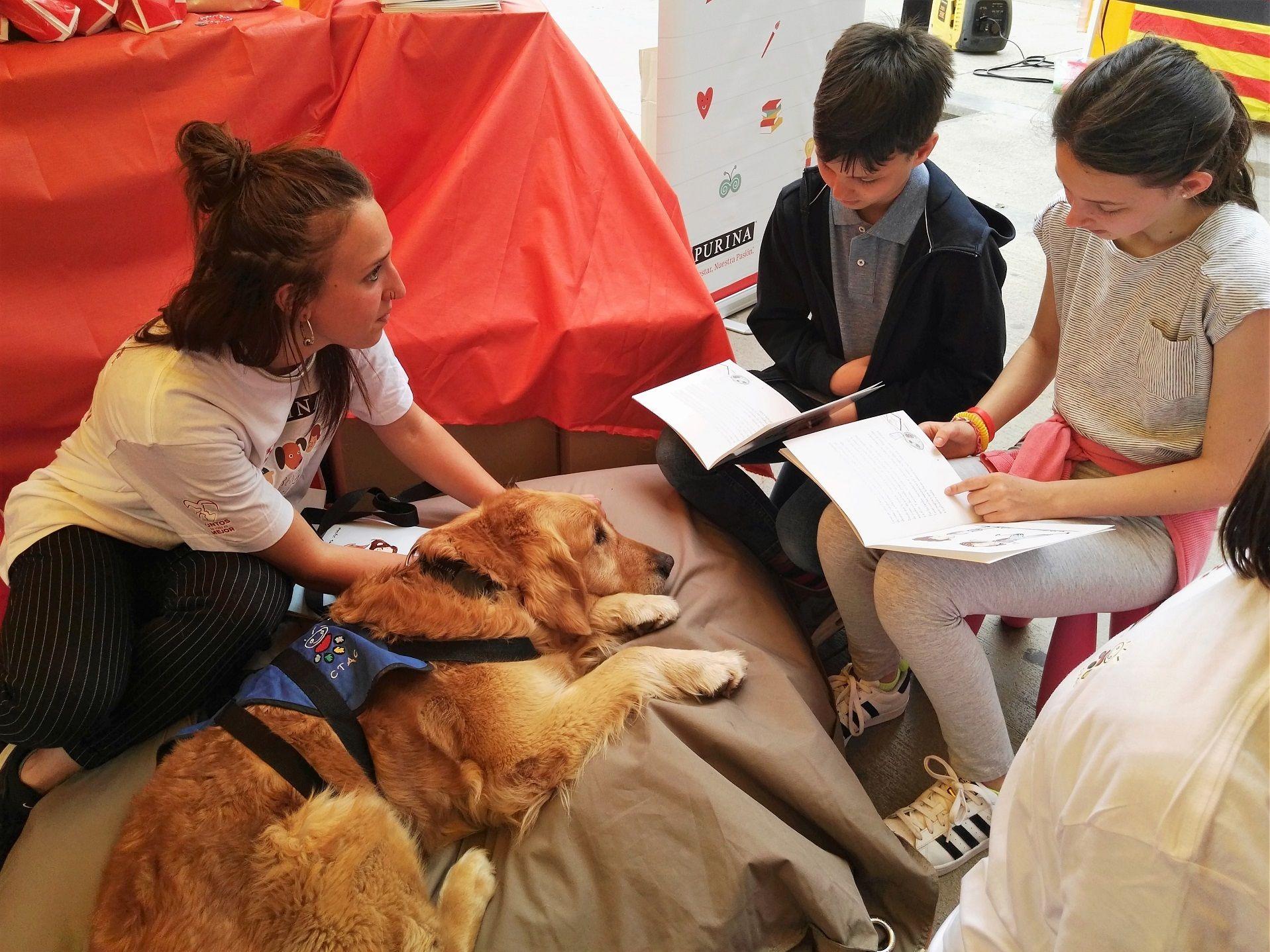 PURINA y CTAC celebran la Diada de Sant Jordi con una jornada de lectura con perros