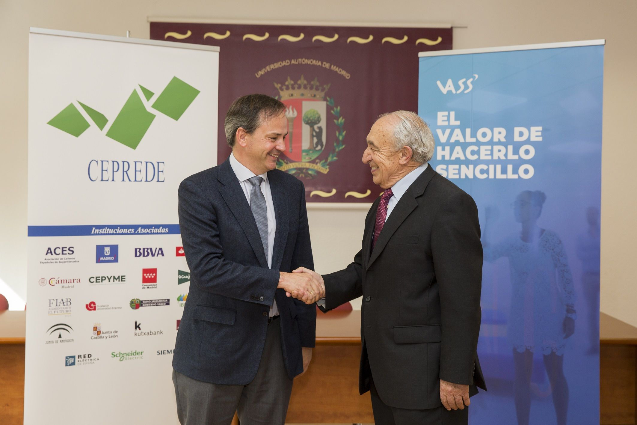 Foto de Javier Latasa, presidente de VASS, y Antonio Pulido, director