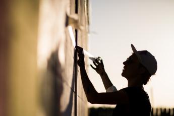 Foto de Taller de muralismo con la artista Anna Taratiel, en Design