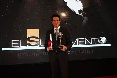 Foto de Andreu Maldonado, CEO de INN Solutions, recibiendo el