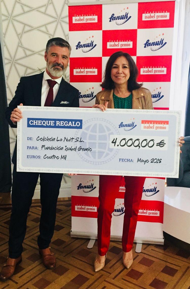 Foto de La entrega de los 4.000€ recaudados en la campaña 'Mejora