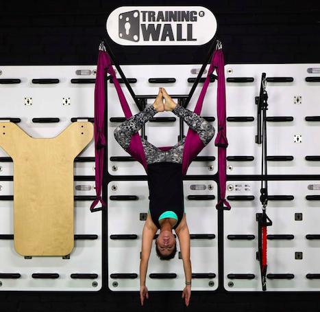 Training Wall permite hacer sesiones de Yoga con el Low Gravity