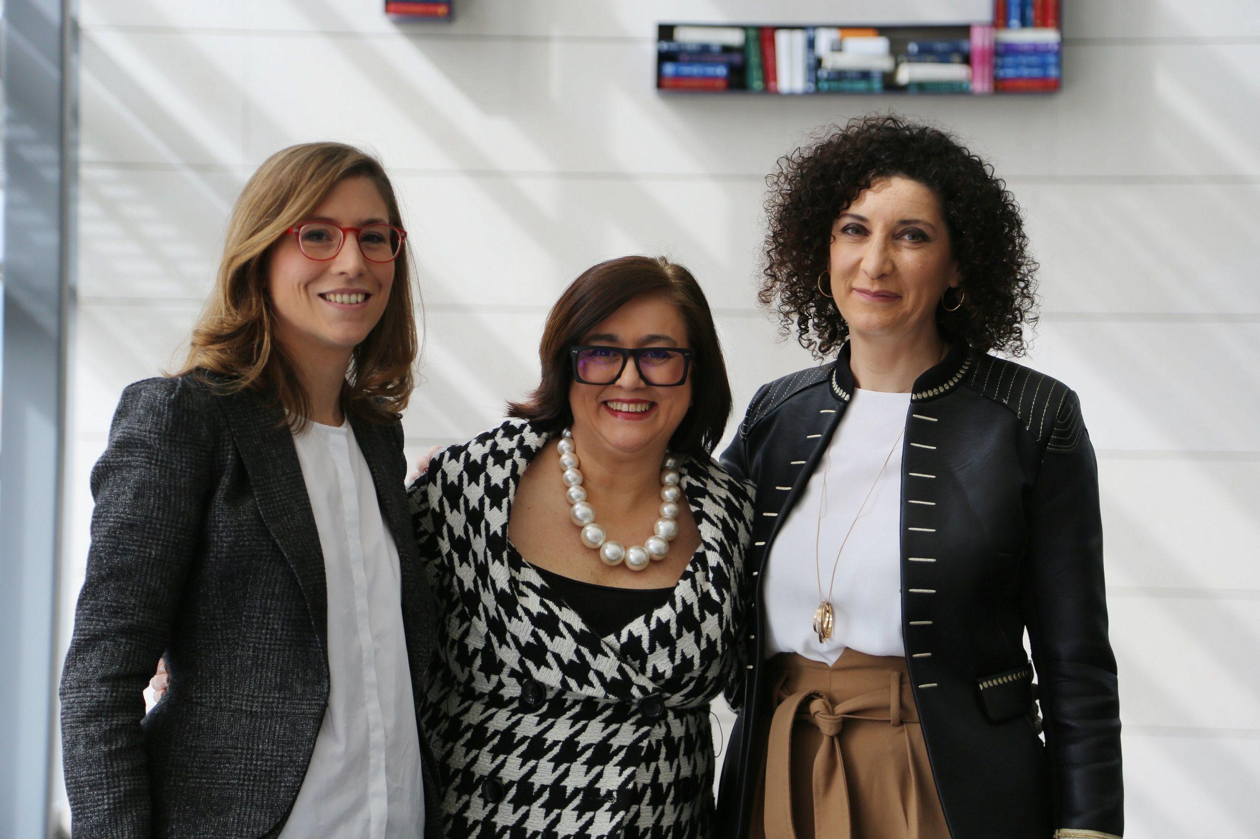Foto de De izq a dcha Gloria Sánchez, Paloma Llaneza y Gemma Moral