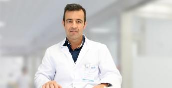 Alberto Marqués, traumatólogo responsable de la Unidad de Cirugía Endoscópica de Columna de Policlínica Gipuzkoa,