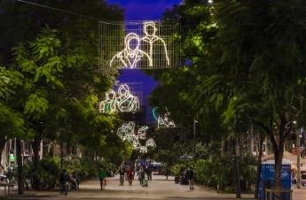 Foto de Luces de navidad del barrio del Rabal barcelonés, por los