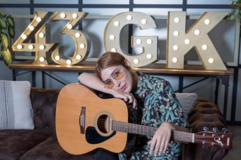 Anni B Sweet conquistará Madrid con su concierto más íntimo en 43 Gira en Kasas