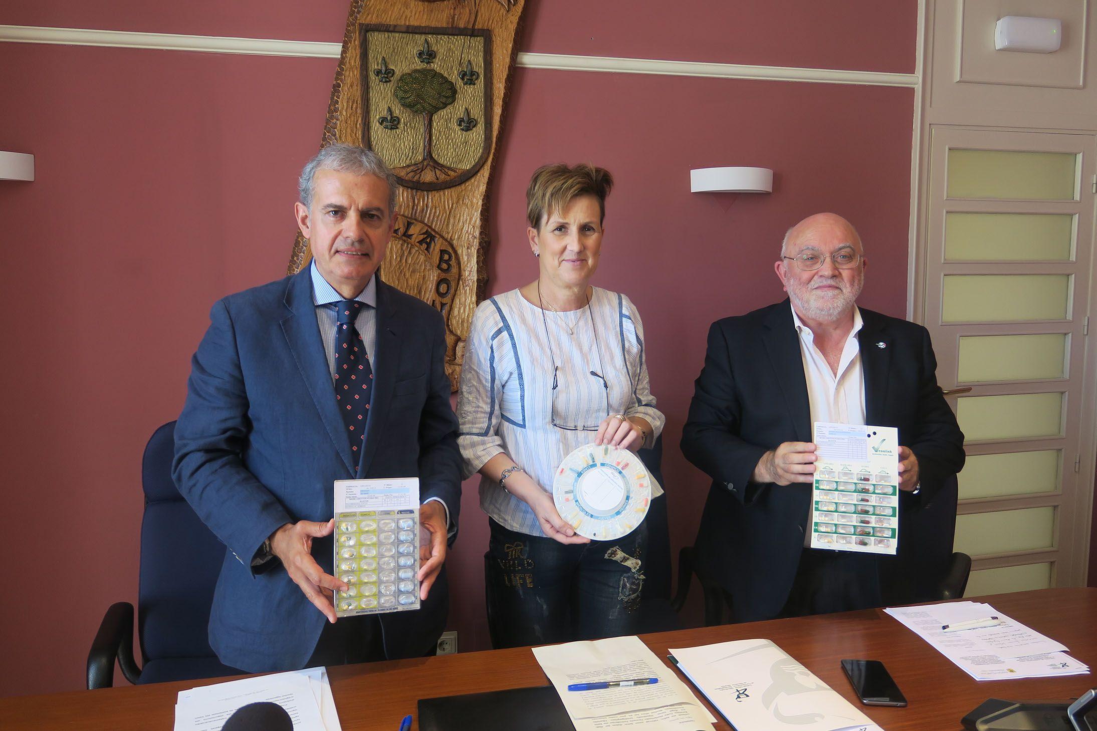 Foto de Foto: De izda. a dcha. iñaki Betolaza, Director de Farmacia