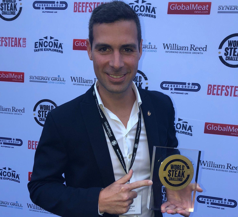Fotografia Ferran Pujol con la medalla de oro en el World Steak