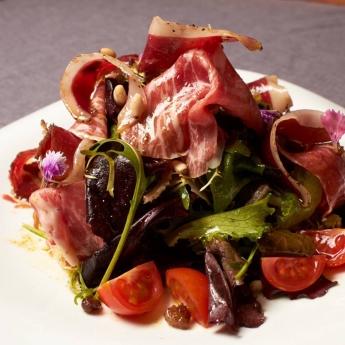 Razones para comer ensalada y dónde probar las propuestas destacadas de Madrid
