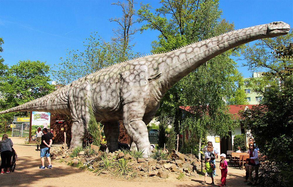 Fotografia DinoPark Algar Argentinosaurus