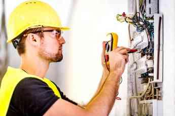 Las altas temperaturas incrementan el riesgo de incendio en domicilios, según Donate Electricistas Madrid