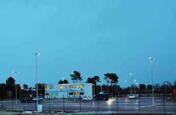 INDU BAY GEN 2 y OMNIflood soluciones LED de Schréder para entornos industriales