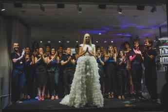 Foto de Equipo de CoelloCasado junto a todos los modelos  de Trendy