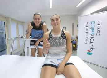Foto de Las jugadoras María Erauncetamurgil y Lara González, posan