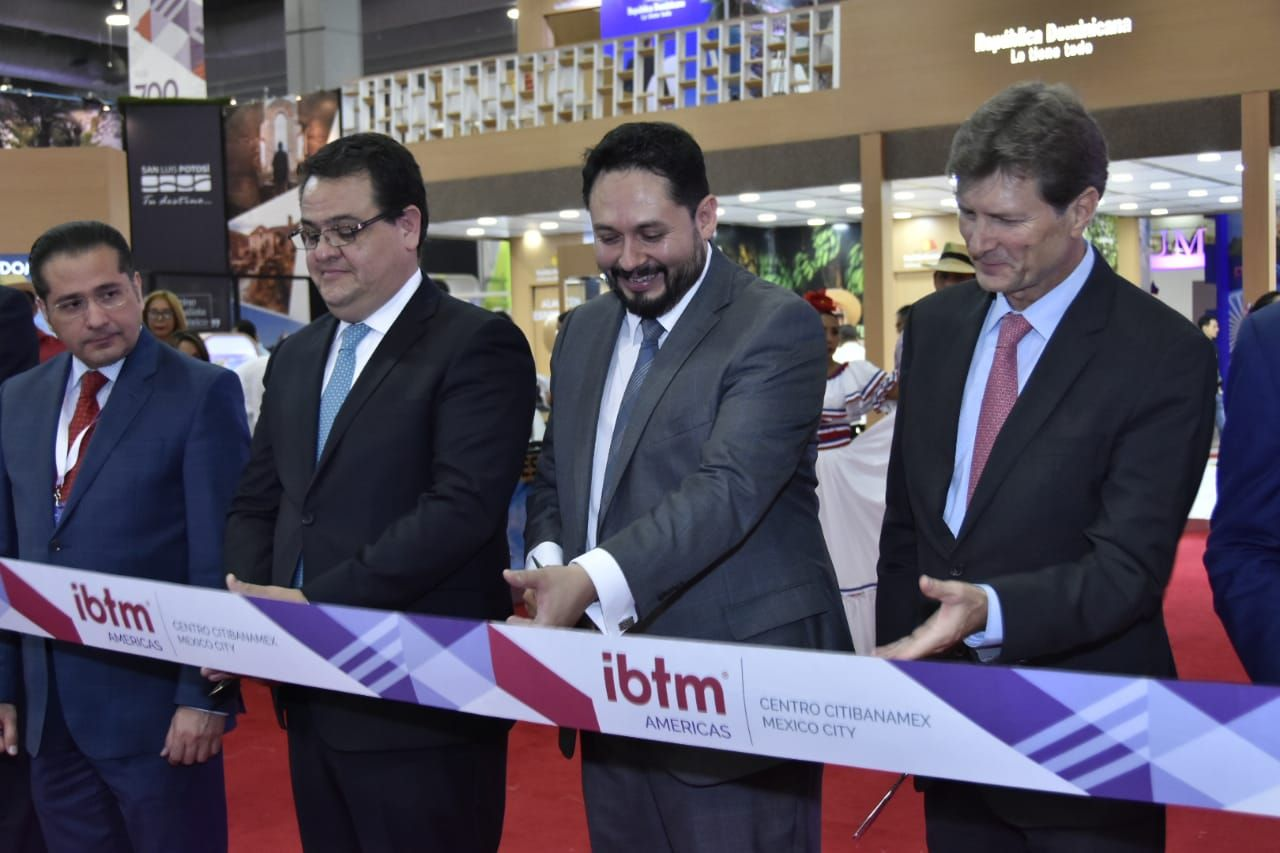 Foto de Corte de cinta inaugural de IBTM Americas 2018