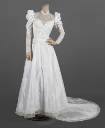 """Fotografia Vestido utilizado por Madonna en su gira """"The Virgin"""