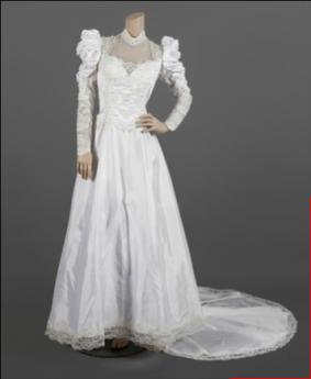 """Foto de Vestido utilizado por Madonna en su gira """"The Virgin Tour"""""""