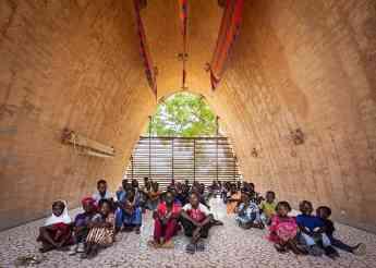 La comunidad de Thionk-Essyl (Senegal), en su futura escuela