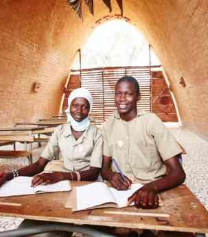 Foto de Alumnos de Thionk-Essyl (Senegal) ya prueban las nuevas aulas