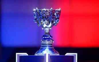 Foto de Summoners Cup _ el trofeo de Worlds 2018