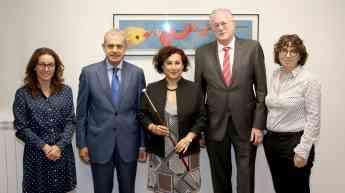 Elena Castiella junto al director de Farmacia del Gobierno vasco y los presidentes de los colegios farmacéuticos vascos.