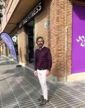 Luis Villena, al frente de su nuevo gimnasio Anytime Fitness Torrent