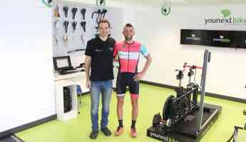 El deportista sevillano ha visitado esta mañana la Unidad Biomecánica del Ciclista de Policlínica Gipuzkoa.
