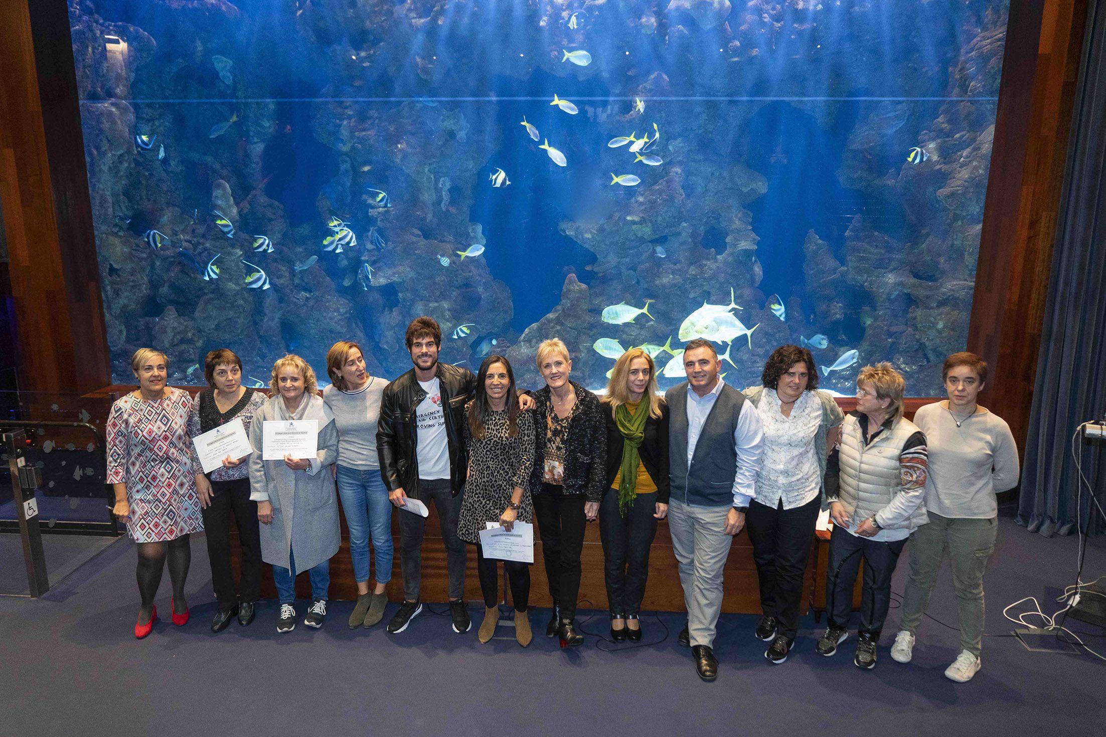 Foto de  Imagen de familia de los enfermeros premiados, el comité