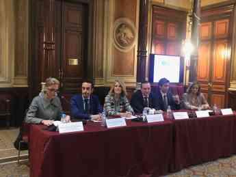 Intervención de los ponentes durante la presentación del libro
