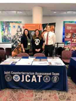 Foto de La Dra Núria Querol con especialistas en violencia del JCAT