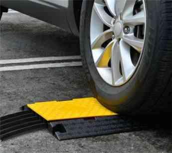 Pasacables de suelo, un accesorio indispensable para la seguridad según Unimat Traffic