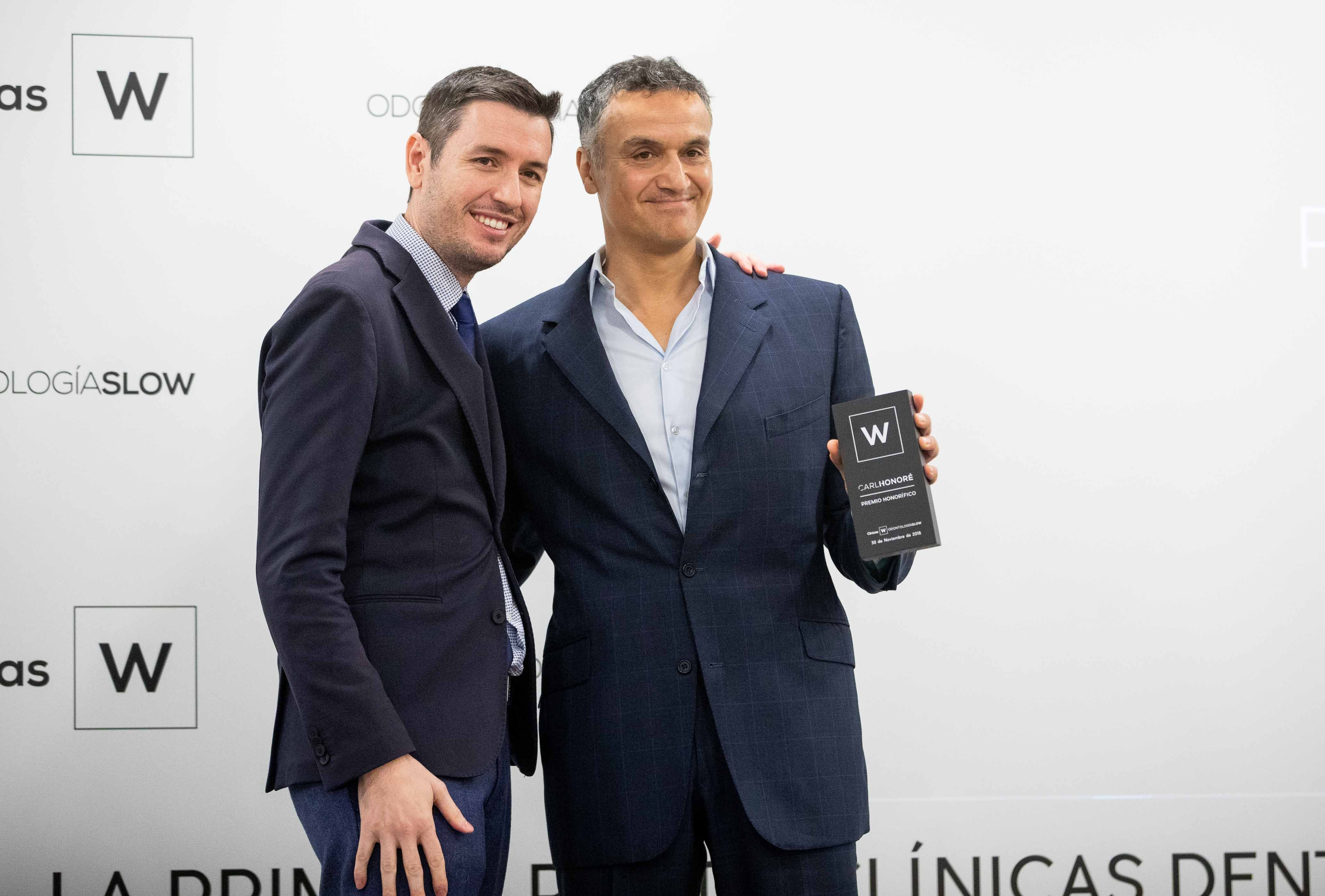 Foto de Carl Honoré recibe el premio honorífico 2018 de Clínicas W.