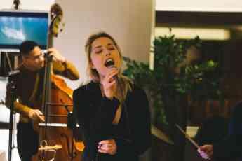 La música en directo en las bodas: clave para un enlace inolvidable, según Sonokando