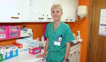 Pilar Lecuona, reelegida presidenta del COEGI, en el Centro Geriátrico Pasai San Pedro en el que trabaja.