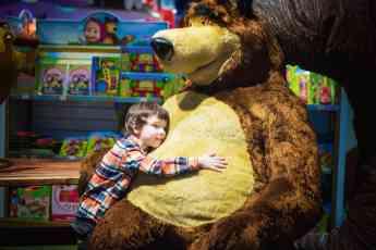 Mapanda da algunos consejos sobre qué regalos hay que hacer a un niño según su edad